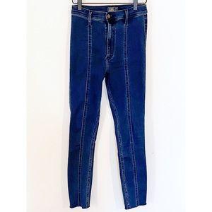 Abercrombie &Fitch Ultra High Rise Jean Legging 2R